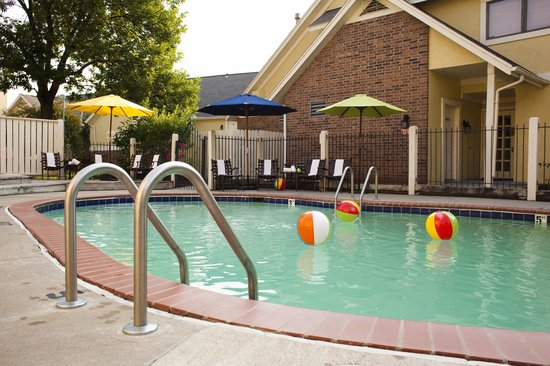 Chase Suite Hotel Overland Park: Pool