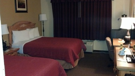 Country Inn & Suites By Carlson, Matteson:                   My room