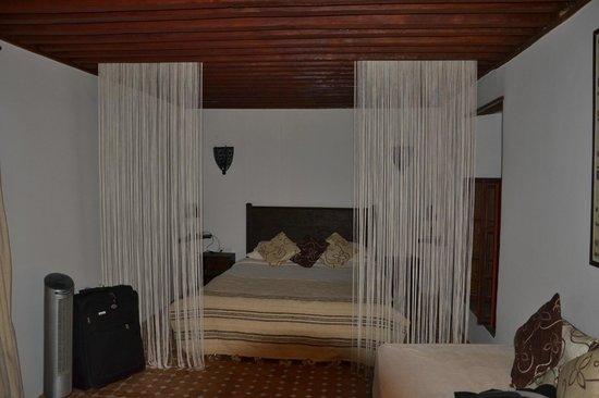 Riad El Ma:                   room