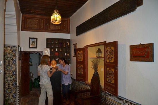 Riad El Ma:                   recepcion