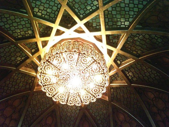 1001 Nights:                                     Love this great chandelier in the middle of the diningroom!