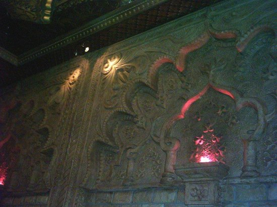 1001 Nights:                                     Wall carvings--so detailed!