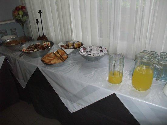 هوتل داناوس:                                     Breakfast                                  