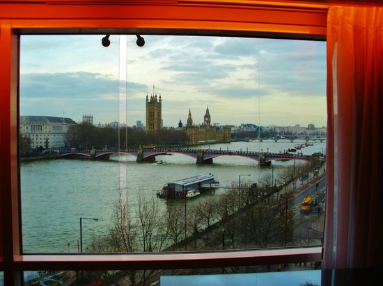Park Plaza Riverbank London:                                     view from 745