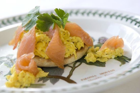 Little Grey Cottage Bed & Breakfast: Smoked salmon breakfast