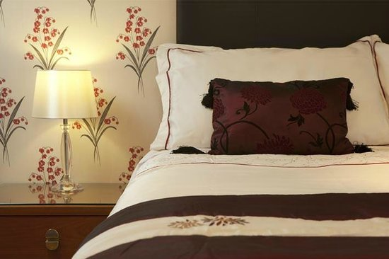 Little Grey Cottage Bed & Breakfast: Master bedroom