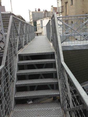 Damrak Apartments:                   more steps,