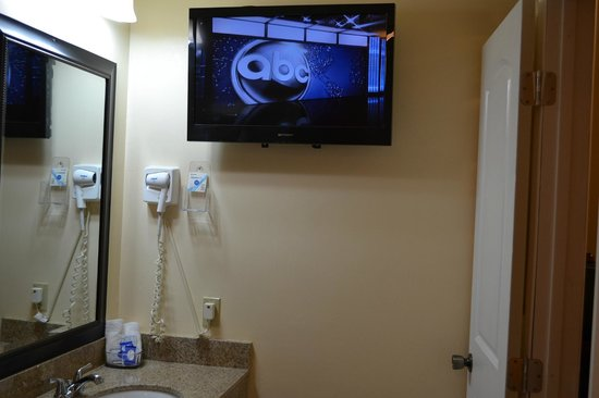 lockhart inn 32flat screen tvin jacizzi bathroom - Tv In The Bathroom