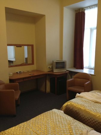 Roses Hotel:                                     Twin bedroom
