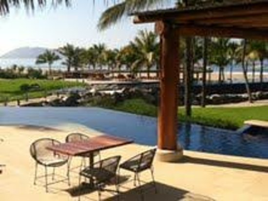 Las Palmas Beachfront Villas:                                     View from restaurant of hotel grounds