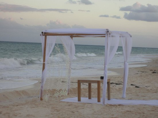 Banyan Tree Mayakoba:                                     Setting for Wedding on the beach