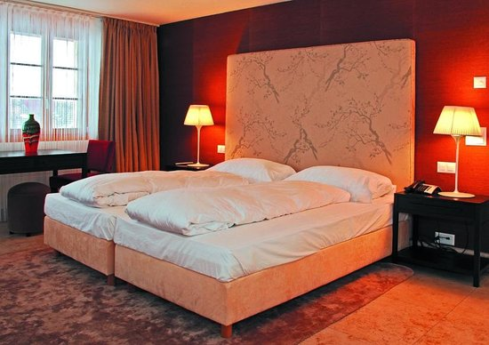 Romantik Hotel Schweizerhof Grindelwald : First floor bedroom 2