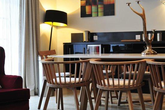 Romantik Hotel Schweizerhof Grindelwald : Ground floor dining area