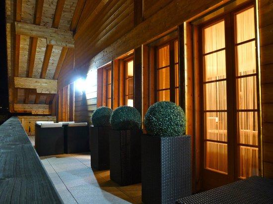 Romantik Hotel Schweizerhof: Second floor balcony