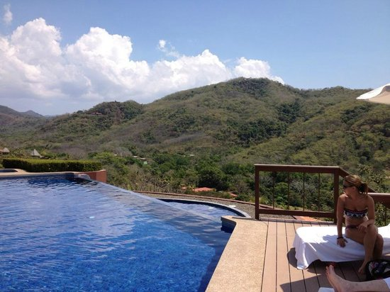 Hotel Punta Islita, Autograph Collection :                                     Infinity pool by reception