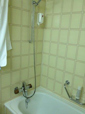 Waldhotel National:                   'Retro style' bath interior