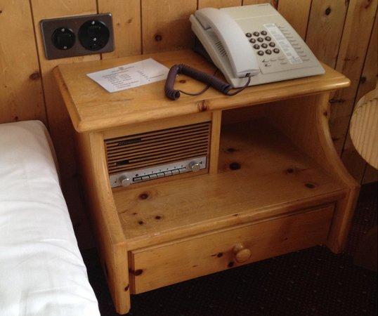Waldhotel National:                   Old school radio
