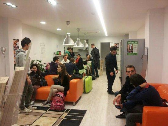 The Hostel Box Port:                   A single day in HOSTEL BOX Barcelona