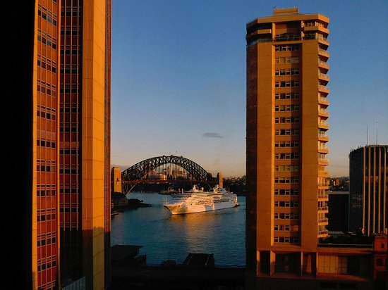 ‪‪InterContinental Sydney‬:                   Bridge at Sunrise
