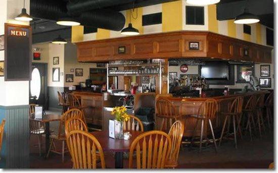 Village Inn Hotel, Restaurant & Lounge: Bar