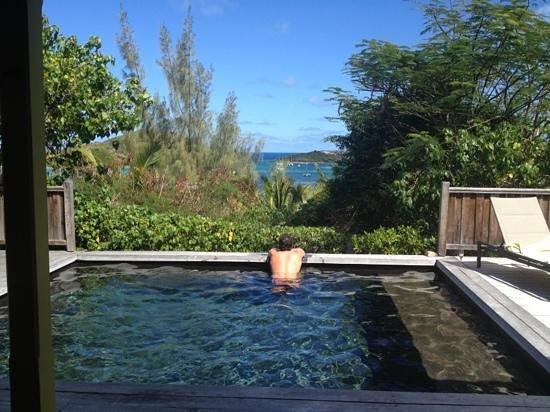 Karibuni Lodge:                   pink Room Pool