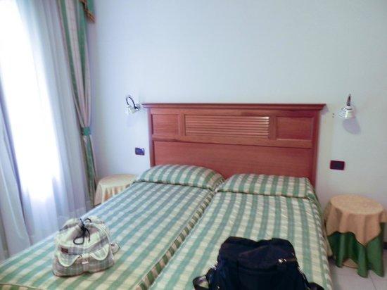 Giada Hotel:                   quarto