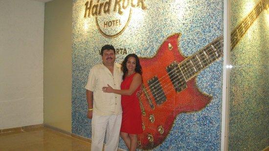 Hard Rock Hotel Vallarta:                   ENTRADA AL HOTEL