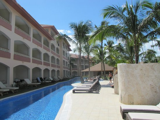 Hotel Majestic Colonial Punta Cana:                                     Walk out rooms to pool area