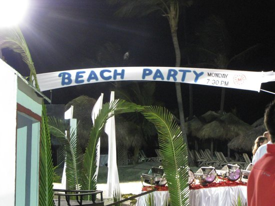 Hotel Majestic Colonial Punta Cana:                                     Night Beach area