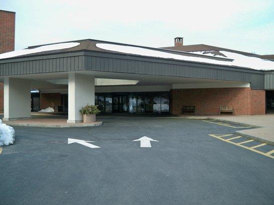 Hartford Marriott Farmington:                                     Entrance