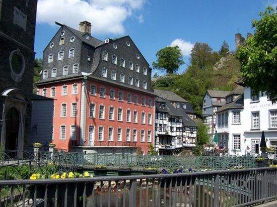 Schloss Cafe Und Hotel Royal Monschau