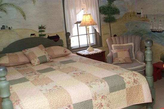 Rogers and Brown House Bed and Breakfast: Country Queen Room