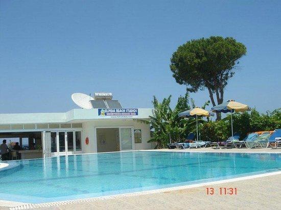 Elpida Beach Studios :                                     pool