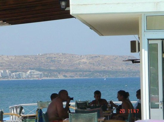Elpida Beach Studios :                                     pool bar