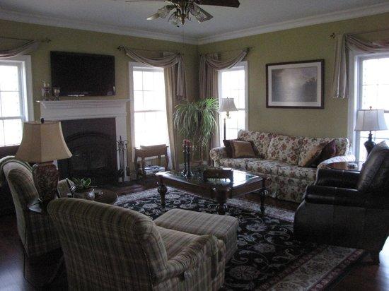 Primrose Hill Bed & Breakfast: Living Room