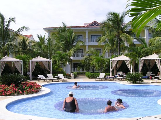 Luxury Bahia Principe Esmeralda Don Pablo Collection:                   Section piscine a remous adulte seulement