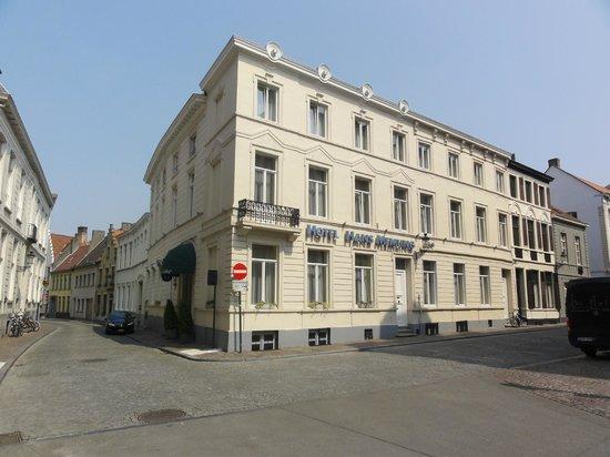 Hans Memling Hotel:                   fachada principal