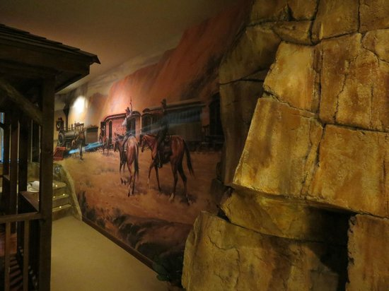 Chateau Avalon Hotel & Spa:                   Jesse James Suite mural