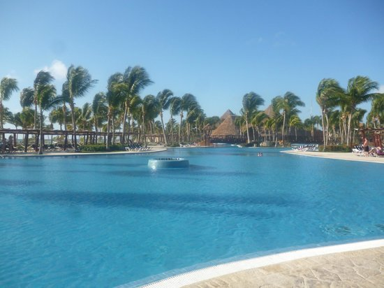 Barcelo Maya Tropical:                   Piscina
