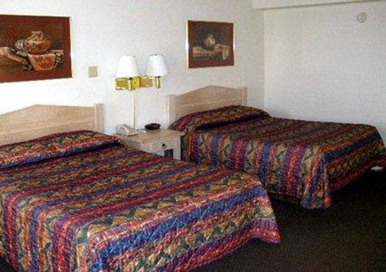 Rodeway Inn: Large comfortable beds.