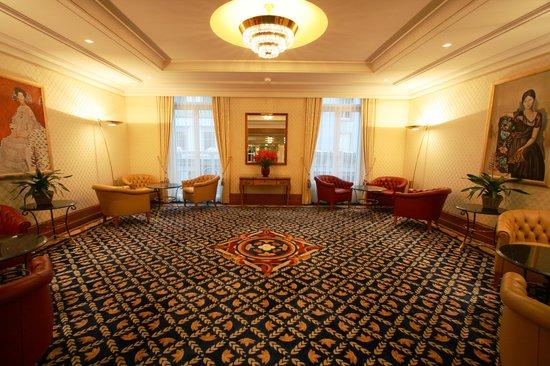 Savoy Baur En Ville Hotel lounge