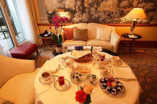 Savoy Baur En Ville :                                     Breakfast in the room