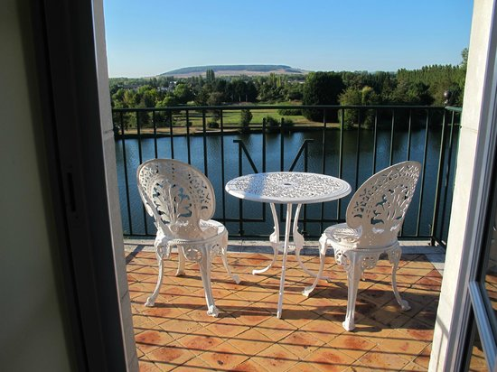 La Cote Saint Jacques & Spa:                   View of the River Yonne from the room.