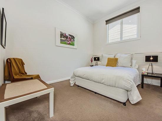 Tuck Inn Yarra Valley : Tuck Inn Queen Bedroom