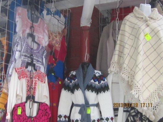 Mercado de Artesanias La Ciudadela :                   Women's wear daily no?