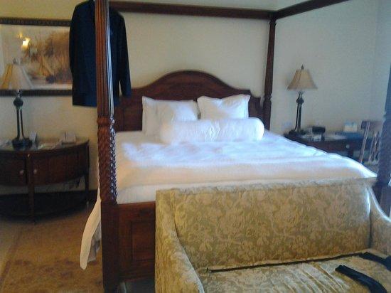 Sandals Grande Antigua Resort & Spa:                   Bed is big and comfy