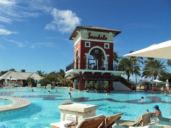Sandals Grande Antigua Resort & Spa:                   Pool swim up bar is convenient