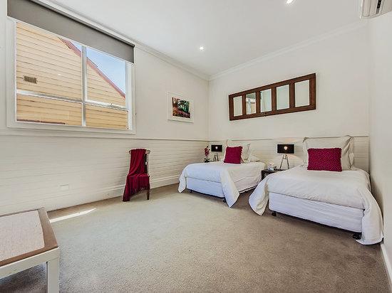 Tuck Inn Yarra Valley: Tuck Inn King Bedroom as Twin Singles