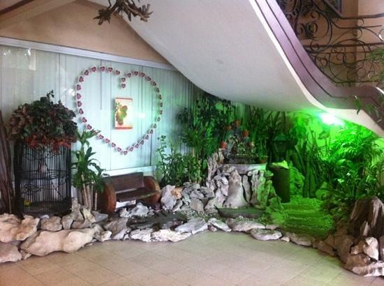 Subic Park Hotel:                   Main lobby.