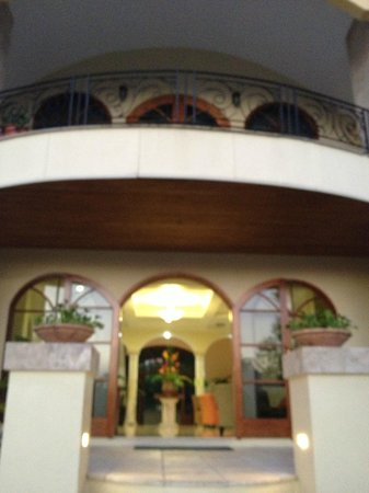 San Ignacio Resort Hotel:                   Hotel entrance